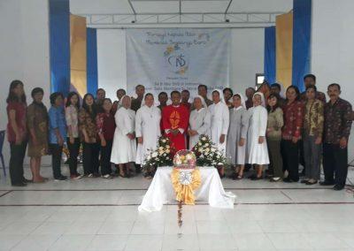 Foto bersama Rm Tri - usai misa syukur